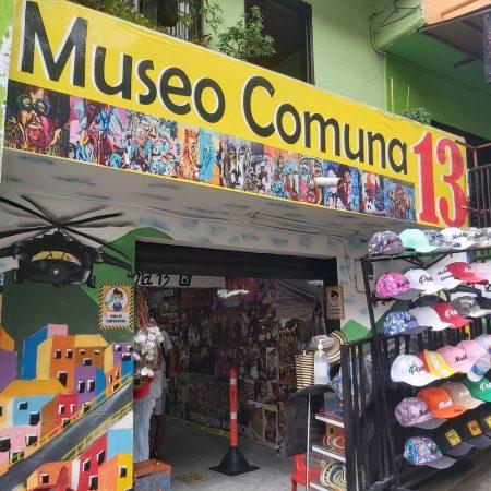 Comuna 13, Medellín, Graffitour